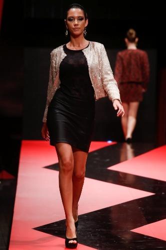 26 fev. 2013 - Na Danifer, o vestidinho preto fica mais interessante quando usado com uma blusa de paetê