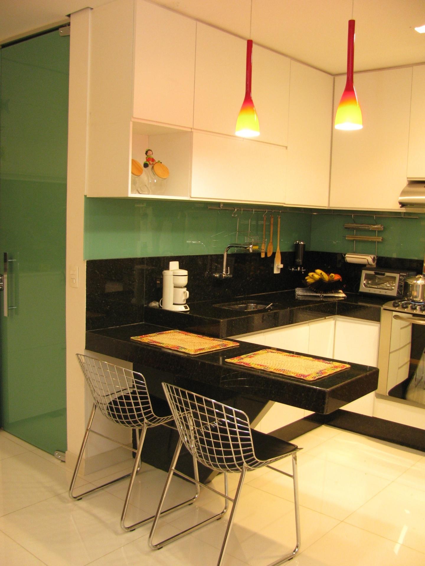 Combinada aos tons neutros a cor verde escolhida pelas designers de  #C99902 1440 1920