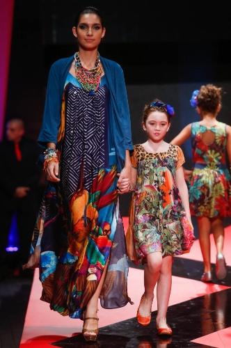 27.fev.2013 - A Malagueta mostrou opções de looks étnicos para mães e filhas