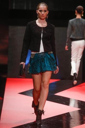 27.fev.2013 - A Pacific Blue mostrou um look jovem com saia curta e estampada no desfile de Inverno 2013 do Mega Polo Moda