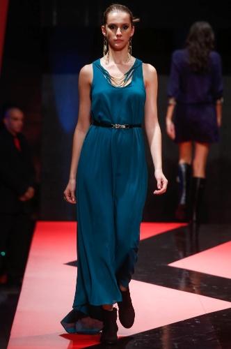 27.fev.2013 - A Sunny Days acredita que o vestido longo continua com força para o Inverno 2013