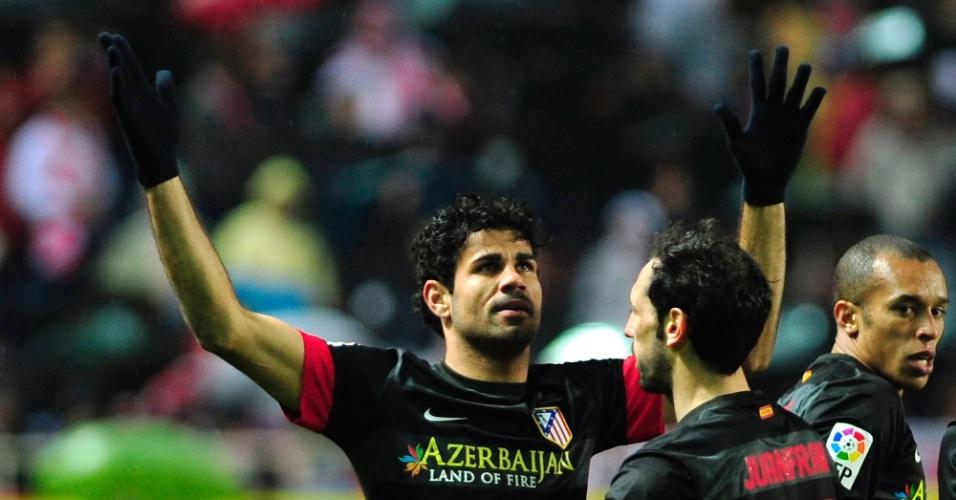 27.fev.2013 - Brasileiro Diego Costa (e) comemora gol do Atlético de Madri sobre o Sevilla, pela Copa do Rei