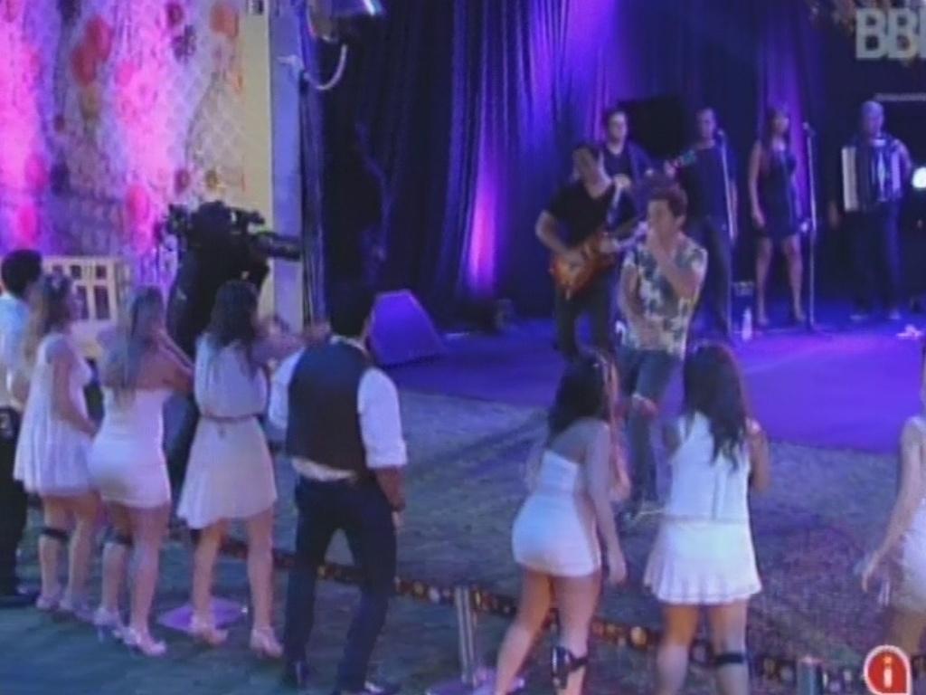 27.fev.2013 - Daniel se apresenta na festa Flores. Ele tocou sucessos como