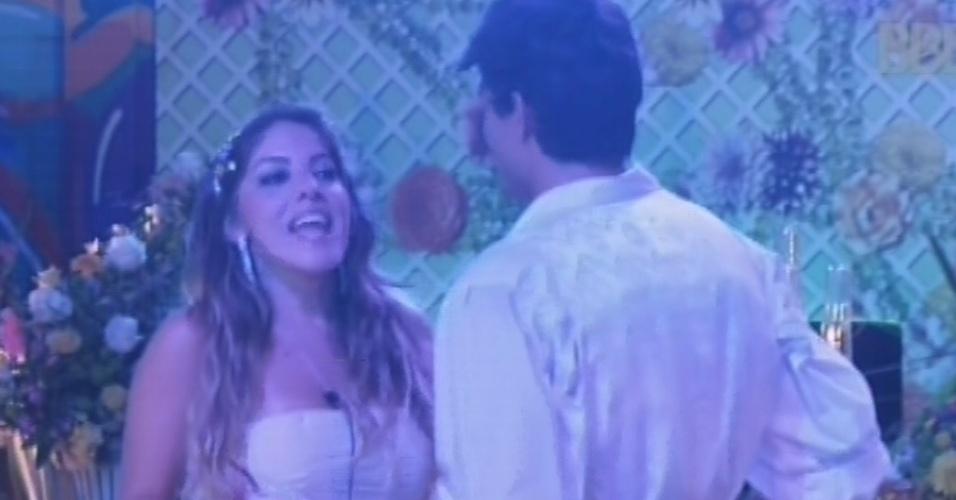27.fev.2013 - Durante a festa Flores, Anamara diz a André que Eliéser pode ter sido eliminado por causa da junção das torcidas de Nasser e Marcello
