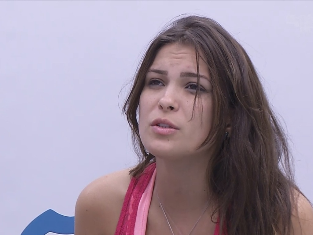 27.fev.2013 - Kamilla se sente culpada pela eliminação de Eliéser