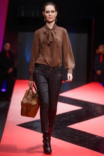 27.fev.2013 - O jeans com estampa de cobra é a aposta da Retrato Falado para o Inverno 203