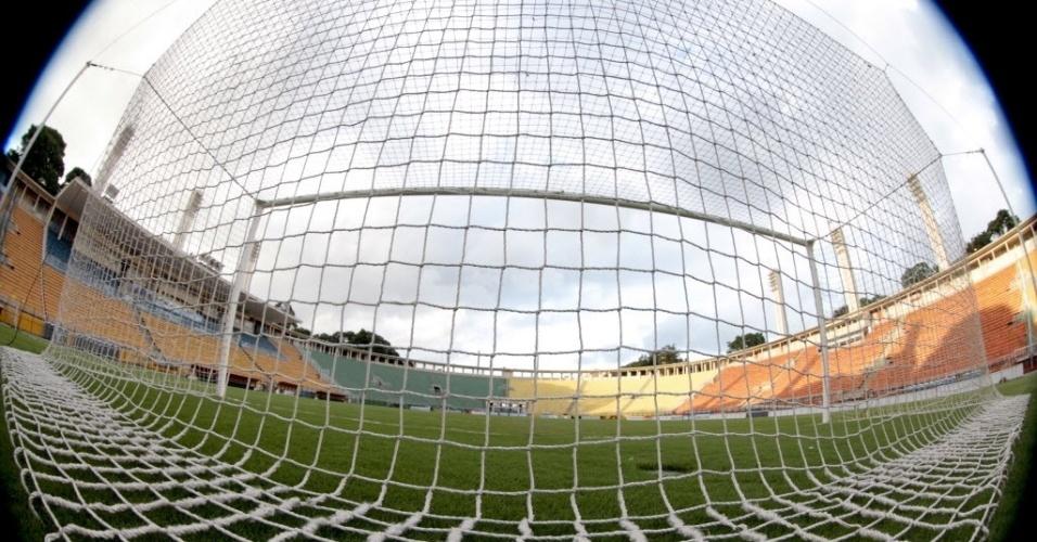 27.fev.2013 - Pacaembu com as arquibancadas vazias para o jogo entre Corinthians e Millonarios