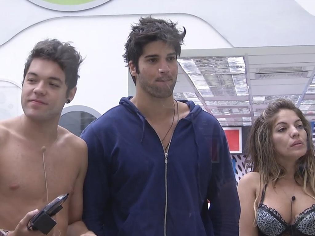 27.fev.2013 - Participantes comentam eliminação de Eliéser com Ana Maria Braga