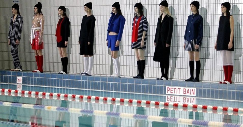 Modelos apresentam looks da Jacquemus para o Inverno 2013 durante a semana de moda de Paris (26/02/2013)