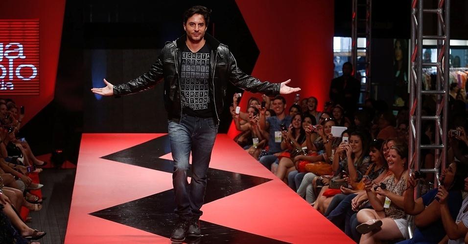 O ator Ricardo Tozzi fez sucesso com o público do Mega Polo Moda durante desfiles para o Inverno 2013 (26/02/2012)