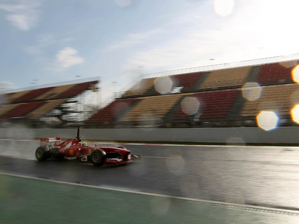 28.fev.2013 - Com pista molhada, Felipe Massa foi o segundo mais rápido nos testes coletivos realizados pela manhã no circuito de Barcelona