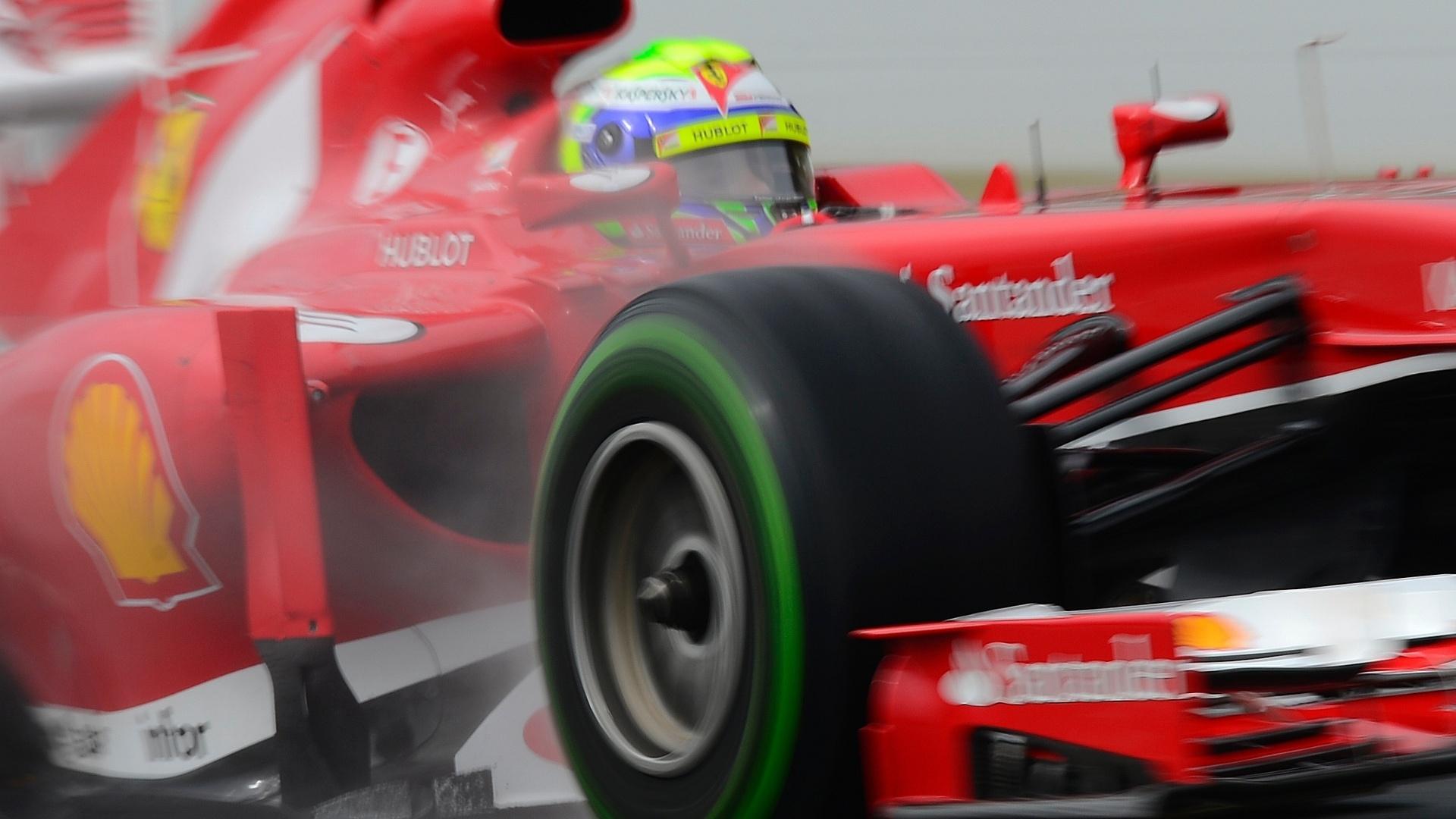 28.fev.2013 - Felipe Massa teve bom desempenho na pista molhada de Barcelona e foi o segundo mais rápido pela manhã nos testes coletivos em Barcelona