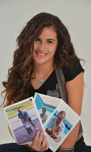 28.fev.2013 - Lívian Aragão posou com exclusividade para o UOL no estúdio de sua mãe, Lílian, localizado na Barra da Tijuca, zona oeste do Rio. Aos 13 anos, a adolescente abriu seu baú de fotos e mostrou registros da intimidade com o pai, Renato Aragão