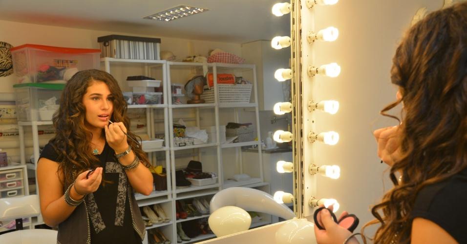 """28.fev.2013 - Lívian Aragão posou com exclusividade para o UOL no estúdio de sua mãe, Lílian, localizado na Barra da Tijuca, zona oeste do Rio. Aos 13 anos, a adolescente disse que gosta de ser bem humorada: """"Viver na depressão não dá"""""""