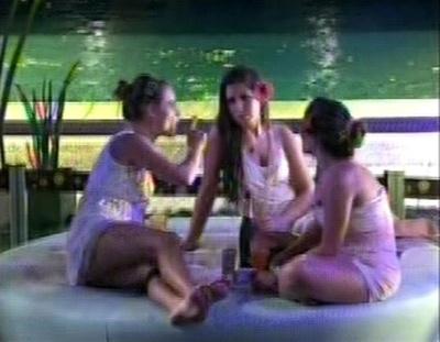 Natália, Andressa e Anamara conversam sobre o relacionamento da paranaense