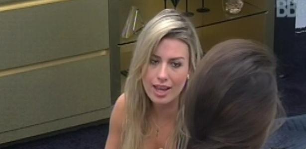 1°.março.2013 - Kamilla, Fernanda e André conversam sobre o paredão no quarto do líder