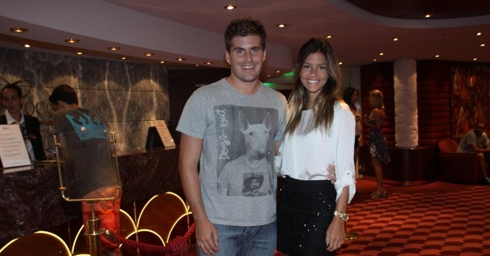 28.fev.2013 - Thiago Gagliasso e a namorada Barbara prestigiaram o show de Zezé di Camargo e Luciano no cruzeiro