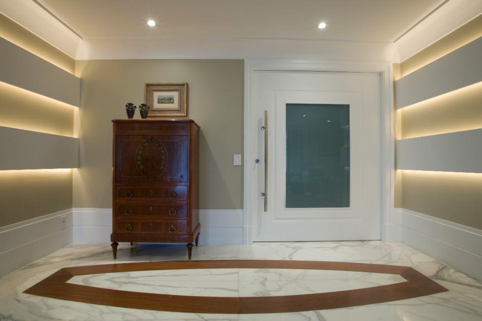 Portas de entrada determinam a primeira impress o sobre a for Portas de apartamentos modernas