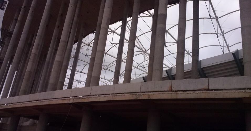 Vista externa da obra do Estádio Nacional Mané Garrincha no dia 1º de março de 2013