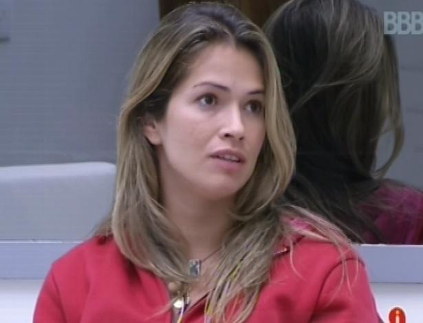 2.mar.2013 - Fani critica Nasser e Marcello durante conversa com Kamilla