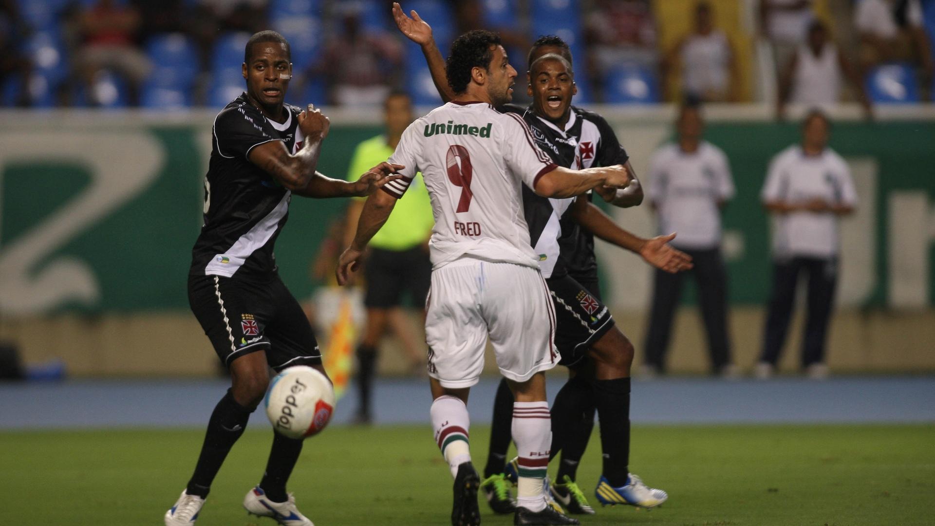 Fred não conseguiu passar pela defesa vascaína e viu o Fluminense ser eliminado da Taça Guanabara