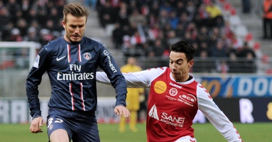 David Beckham, do PSG, sofre a marcação do brasileiro Diego Rigonato, do Reims