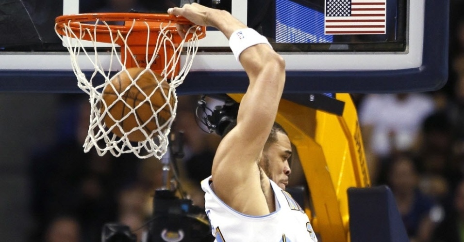 JaVale McGee enterra na vitória do Denver Nuggets na NBA