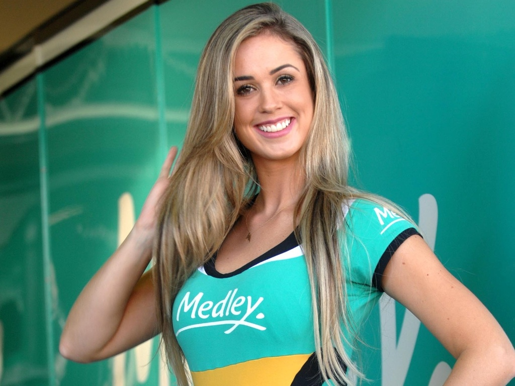 03.mar.2013 - Thalita, grid girl da Sotck Car, posa antes da corrida em interlagos, neste domingo