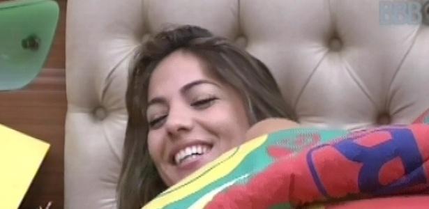 3.mar.2013 - Anamara ri enquanto conta episódios de sua vida aos outros brothers