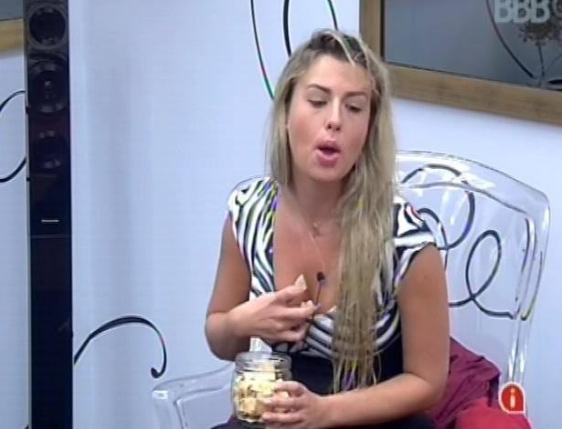 3.mar.2013 - Fernanda contesta opção de Marcello por ela na prova da comida, ao invés de chamar Kamilla