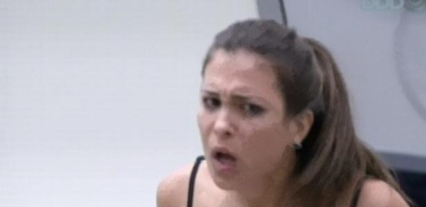3.mar.2013 - Kamilla diz que Marcello falou mal dela pelas costas e briga com brother
