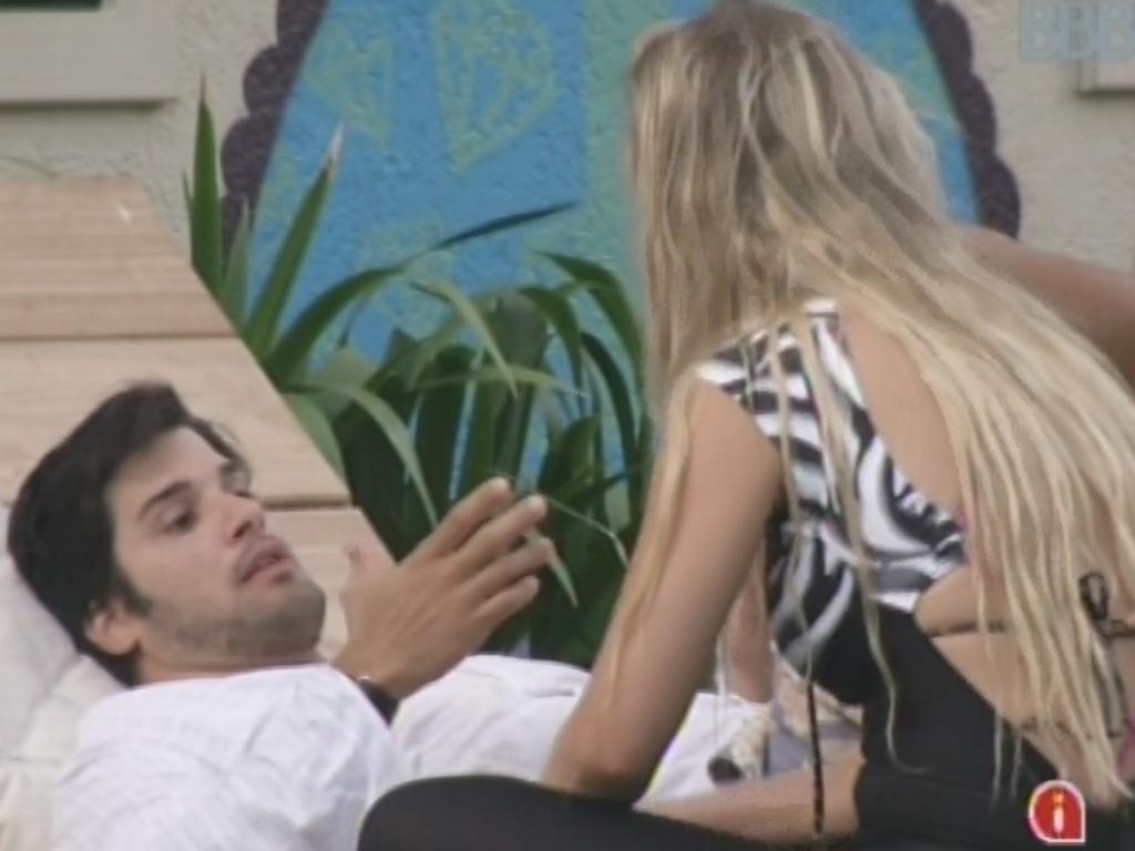 3.mar.2013 - Marcello crítica atitude de Fernanda após prova do veto