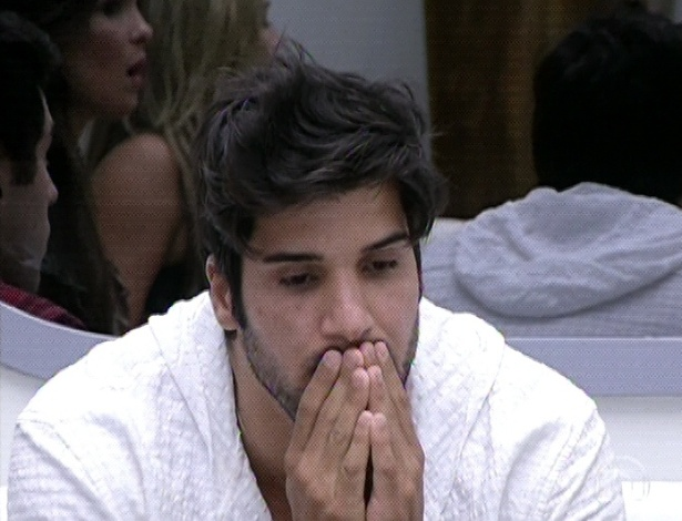 3.mar.2013 - Marcello recebe a notícia que foi eliminado com 47,35% dos votos