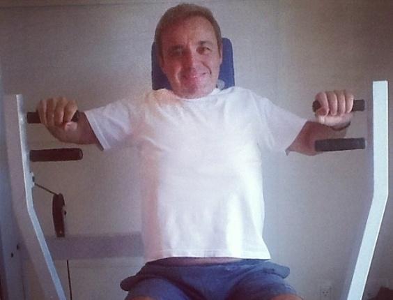 3.mar.2013 A apresentador Gugu Liberato acordou empolgado neste domingo e postou uma foto malhando no Instagram.
