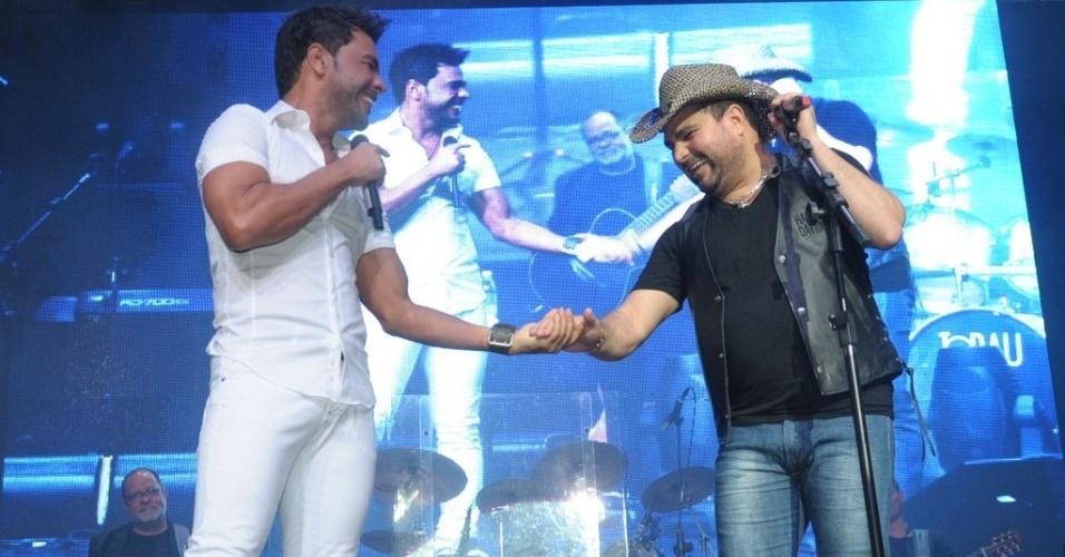 3.mar.2013 A dupla sertaneja formada pelos irmãos Zezé di Camargo e Luciano se apresenta em mais uma noite do cruzeiro
