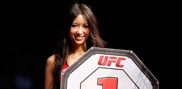 Azusa Nishigaki foi outra japonesa que fez a de ring girl no UFC local