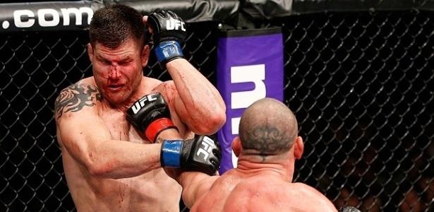 O sangramento até atrapalhava Stann na visão do combate; americano tinha sangue sobre os olhos