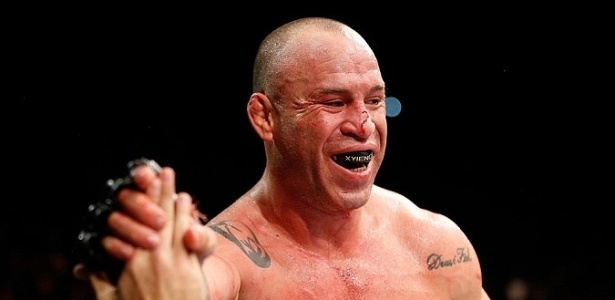 Wanderlei, apesar da luta disputada, saiu com a face em 