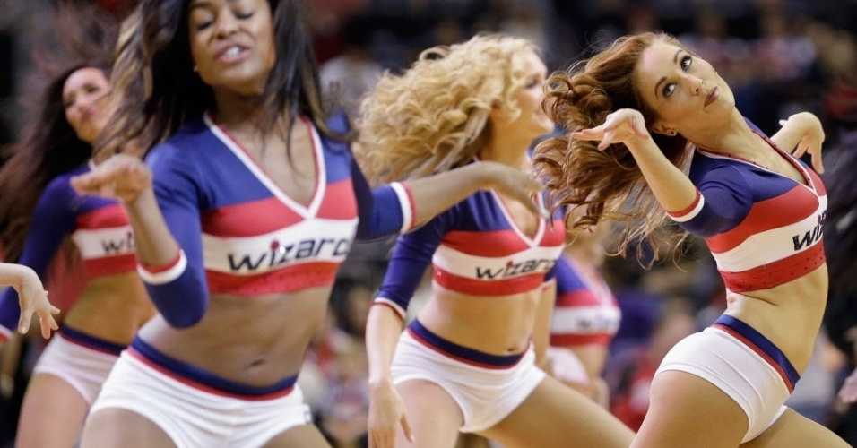 03.mar.2013 - Cheerleaders do Washington Wizards dançam no ginásio Verizon Center