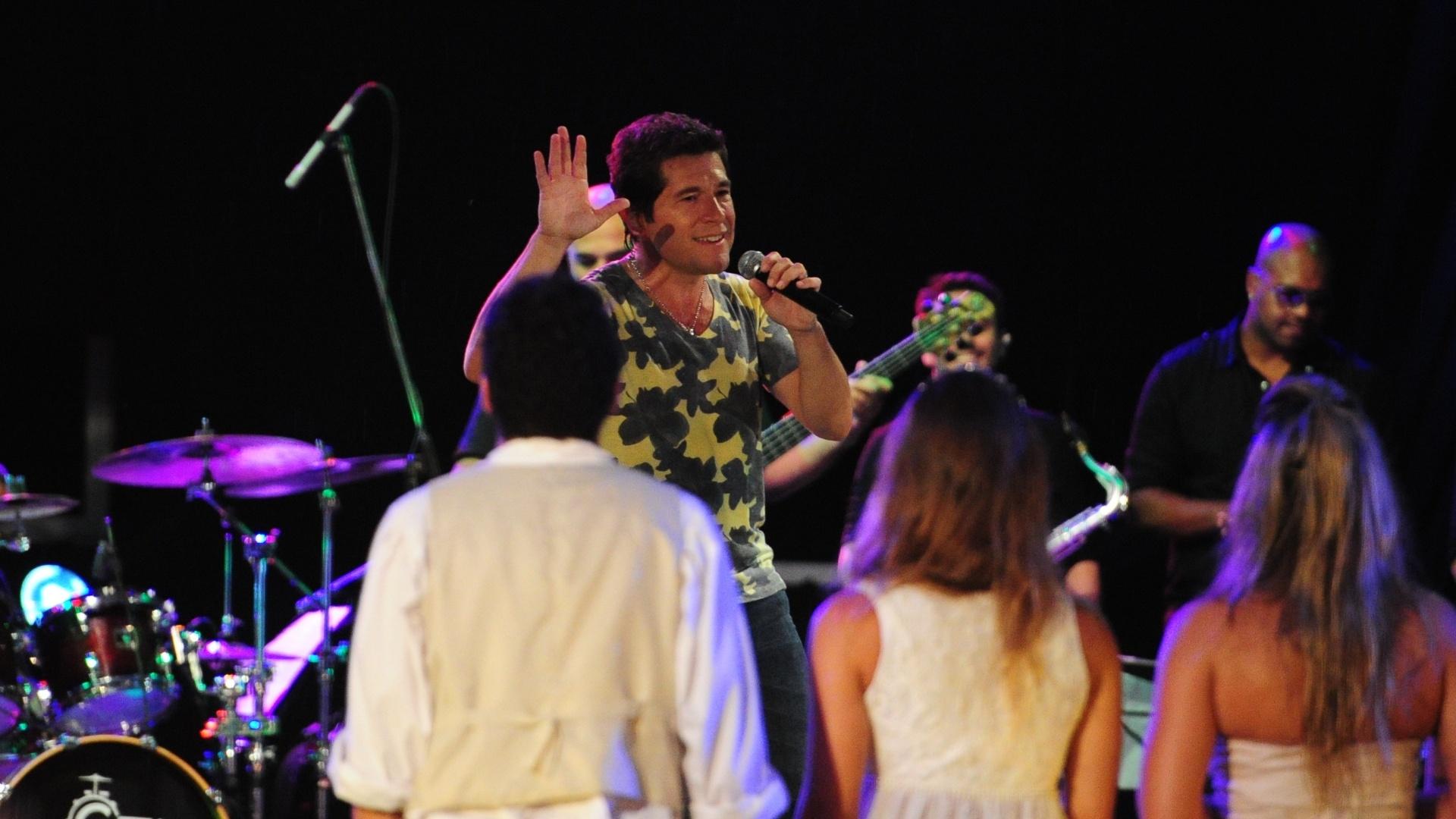27.fev.2013 - Daniel faz show na festa Flores. Ele tocou sucessos como