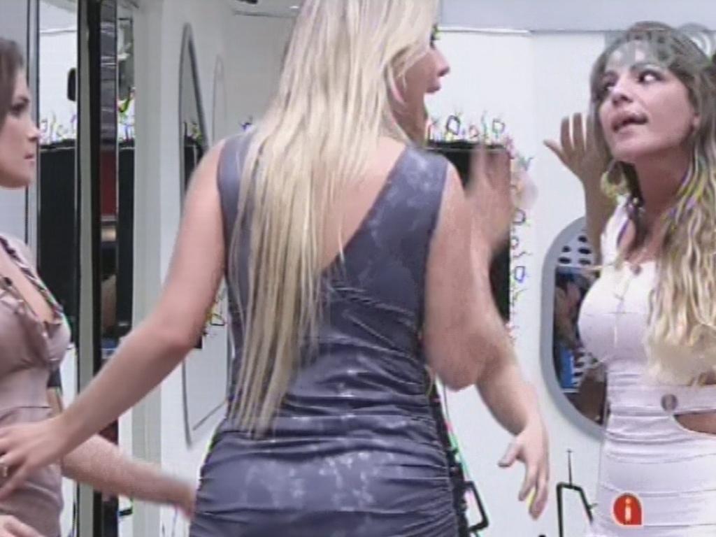 3.mar.2013 - Anamara e Fernanda batem boca