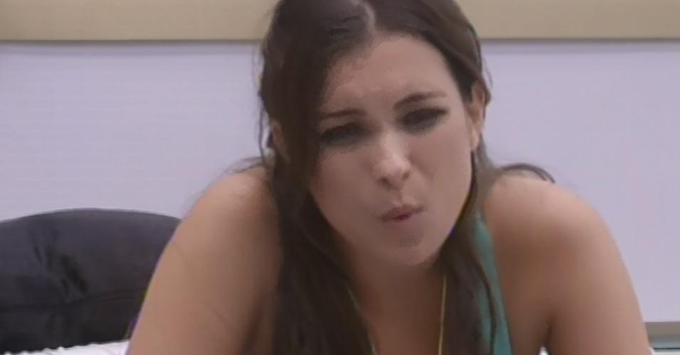 4.mar.2013 - Kamilla diz acreditar que Anamara queria ser indicada por ela para o paredão