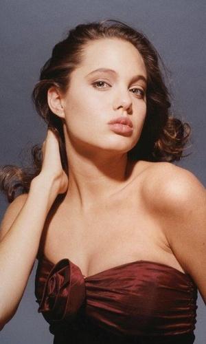 Angelina Jolie ainda quando era adolescente e sem nenhum filme no currículo