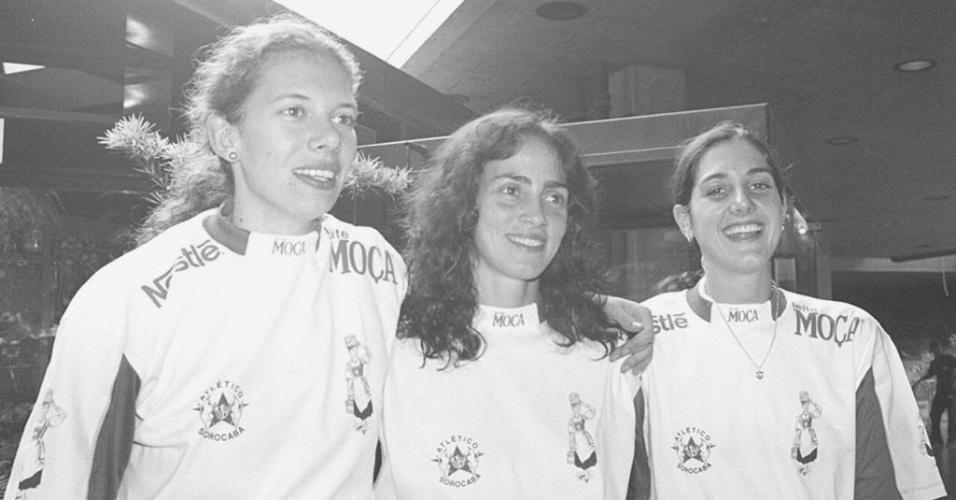 Ida (centro) ao lado de Ana Moser (esq.) e Fernanda Venturini (dir.) no time do Leite Moça, em 1994
