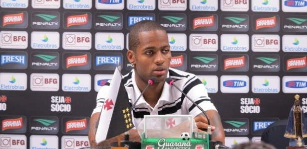 Zagueiro do Vasco, Ded concede entrevista coletiva em So Janurio (04/03/2013)
