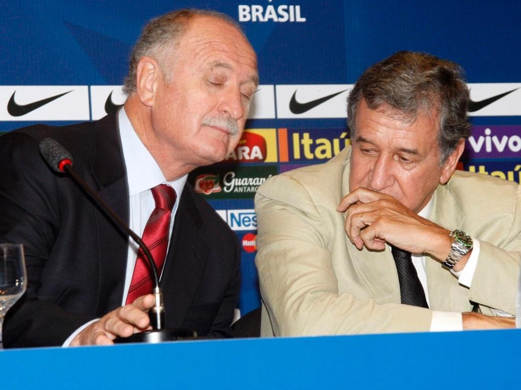 05.fev.2013 - Técnico Luiz Felipe Scolari e coordenador Carlos Alberto Parreira explicam convocação da seleção brasileira