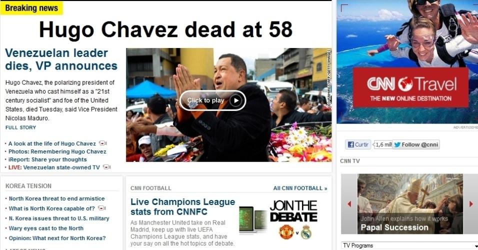 """5.mar.2013 - A emissora de TV norte-americana """"CNN destaca na manchete a morte do presidente venezuelano, Hugo Chávez, 58, nesta terça-feira, vítima de um câncer na região pélvica, com o qual convivia há cerca de um ano e meio, em seu site. O site relembra frase dita por Chávez, a qual disse que """"era o socialista do século 21"""""""