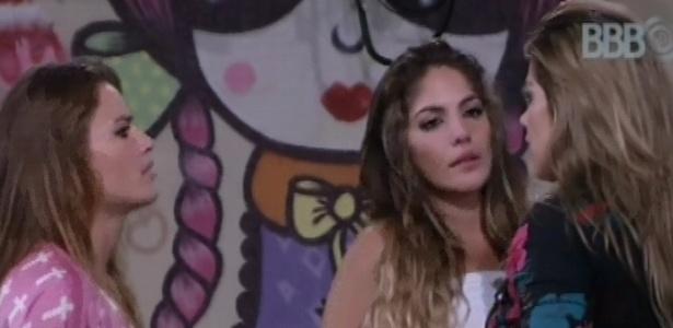5.mar.2013 - Anamara e Fani se desculpam com Natália por discussões pós-paredão