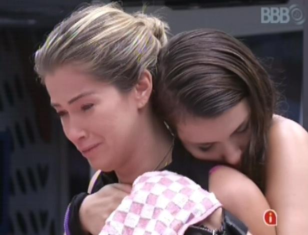 5.mar.2013 - Fani chora ao lembrar de sua irmã, que tem doença de lúpus
