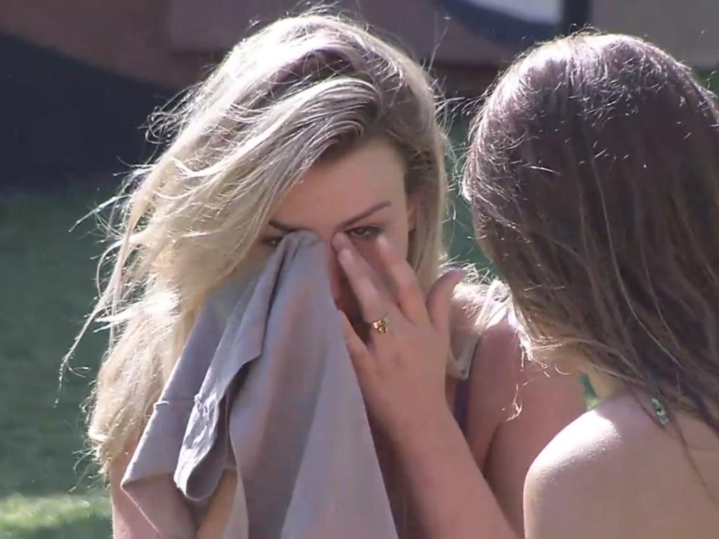 5.mar.2013 - Fernanda cai no choro ao conversar com Natália